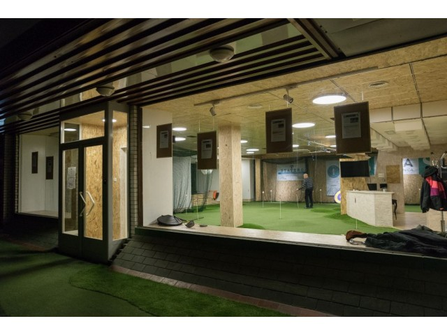 Golfy indoor golf center upravlja z-wave